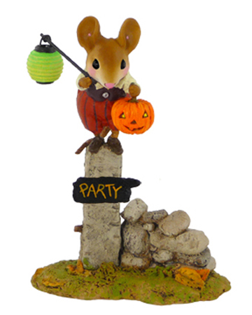 M-444 Pumpkin Party Greeter