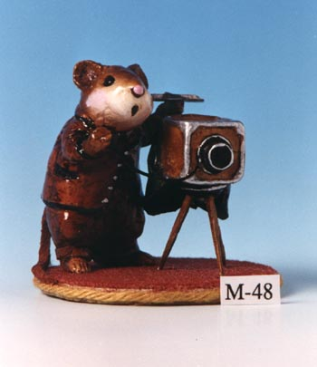 M-048 Photographer Mouse