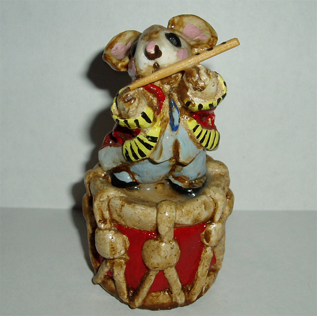 MM-01 Mouse on Drum with Fife